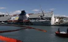Πειραιάς: Δύτες και ρυμουλκά δίνουν μάχη για να μη βυθιστεί το πλοίο «Παναγία Τήνου» [pic&vid]